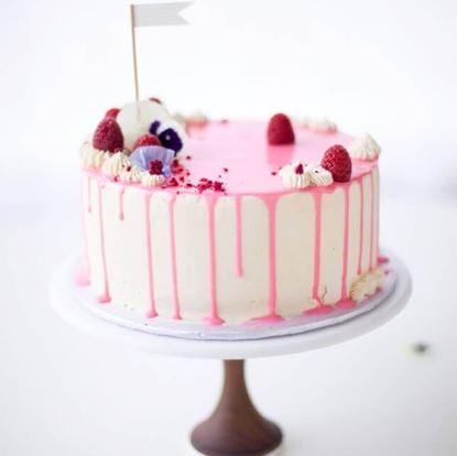 Picture of Elegant Valentine Cake