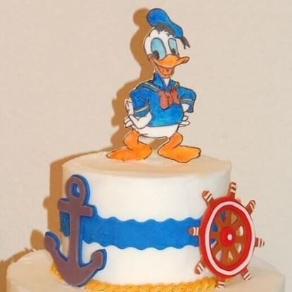 Picture of Donald Duck Cake